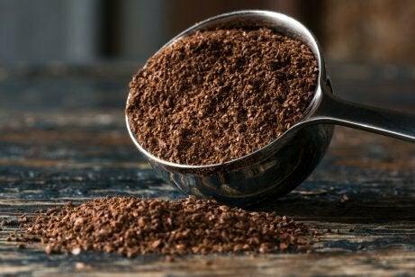 Gound coffee to eliminate odors