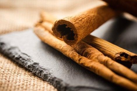 Cinnamon sticks to eliminate odors