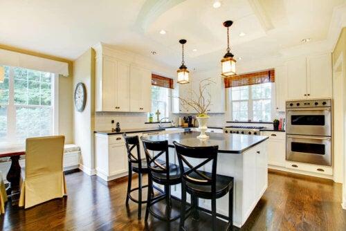 A beautiful open kitchen.