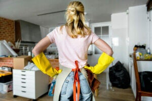 A woman wearing rubber gloves.