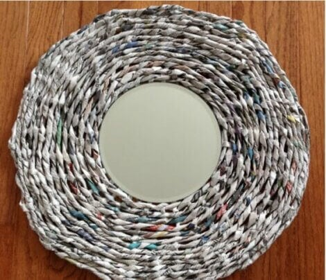 Newspaper frame for a round mirror