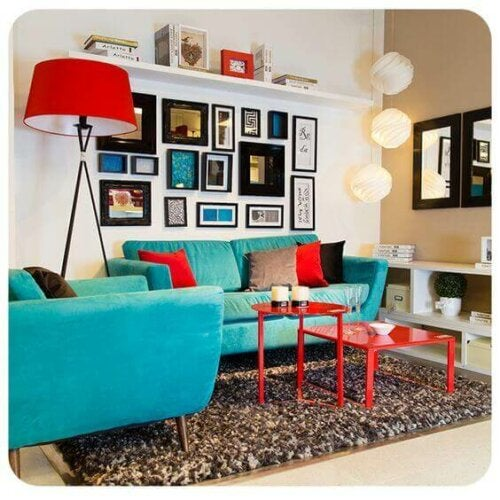 A living room mixing red and blue.