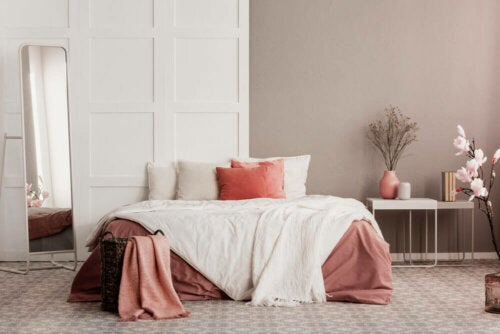An elegant bedroom with neutral colors.