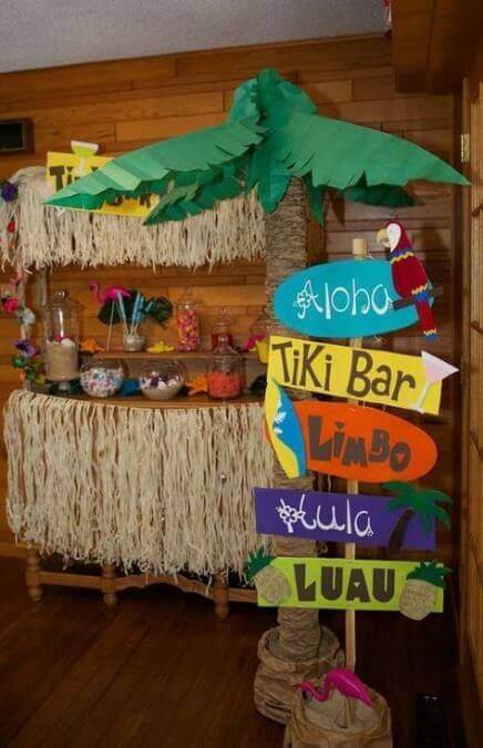 Decorative elements of a tropical Hawaiian party