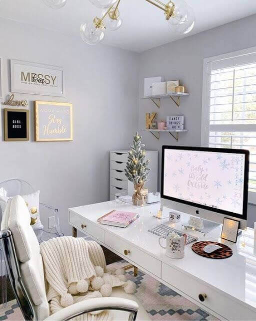 An image representing feminine-style workspaces.