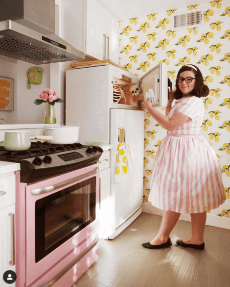 A vintage kitchen with whtie appliances