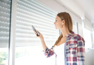 Manual or Motorized Blinds - Which to Choose?