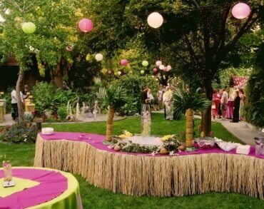 Decorations for a Tropical Hawaiian Party