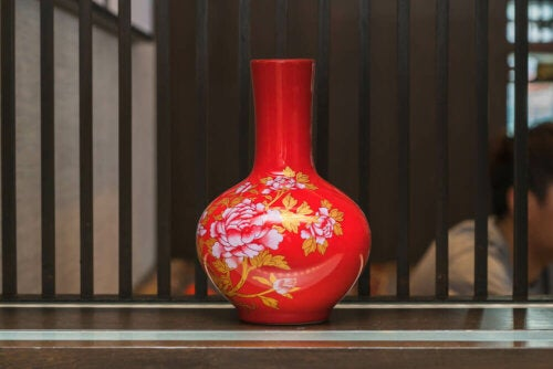 A red Chinese vase.