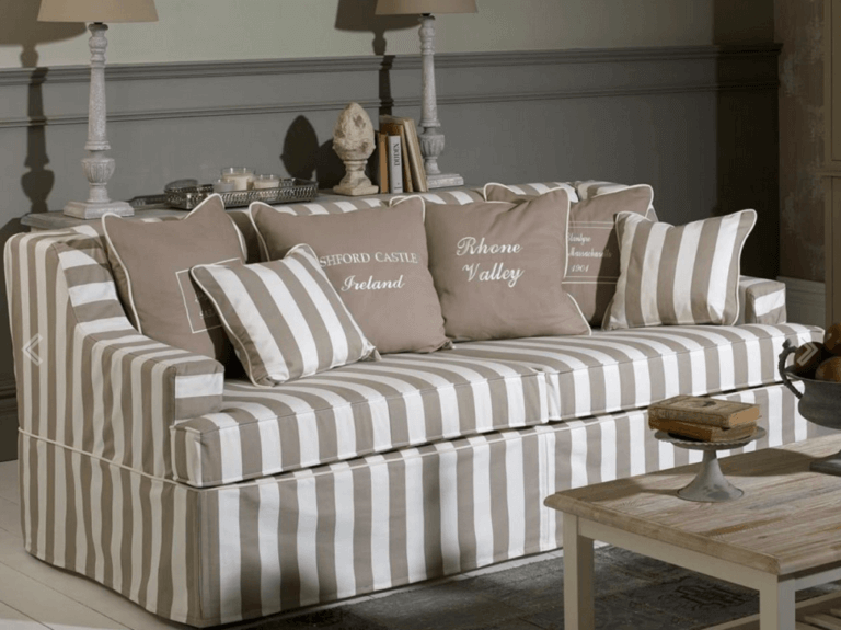 Using Striped Sofas to Decorate Your Living Room