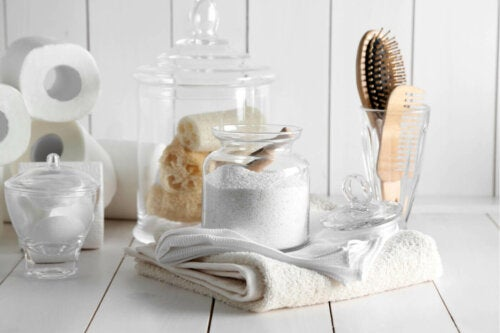 Clean towels are one way to make your bathroom smell great.