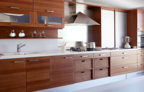 A kitchen with all wooden kitchen cabinets