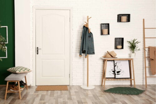 집의 현관을 완벽하게 꾸미는 방법: 북유럽 스타일의 현관