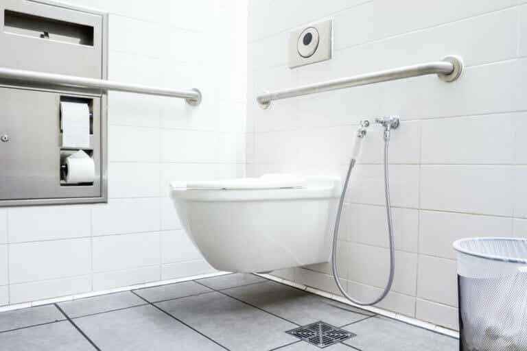 How to Clean the Bathroom Siphon Filter