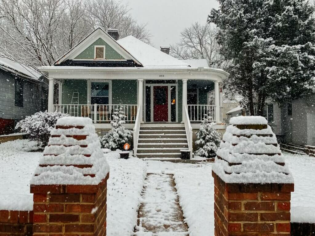 A house with architraves in the snow.