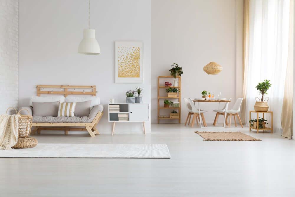 Avoid dark floors: a bright home interior.