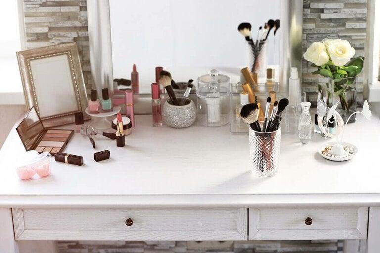 How to Organize Makeup? Ten Simple Ideas