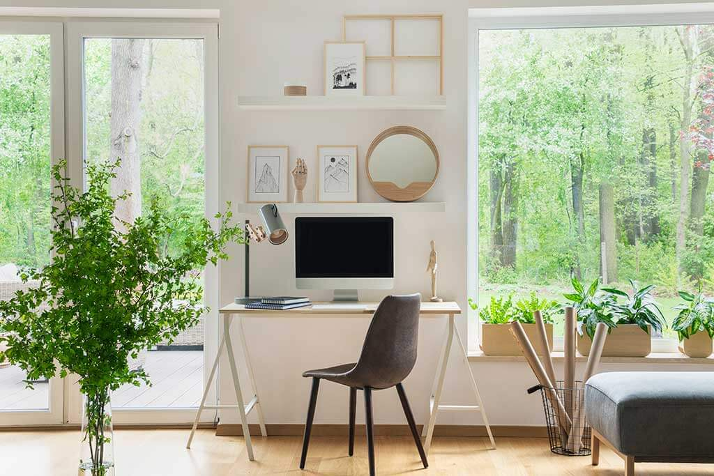 Home Office Windows: Location and Ways to Cover Them