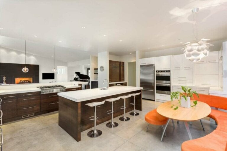Island or Kitchen Bar? We'll Help You to Decide