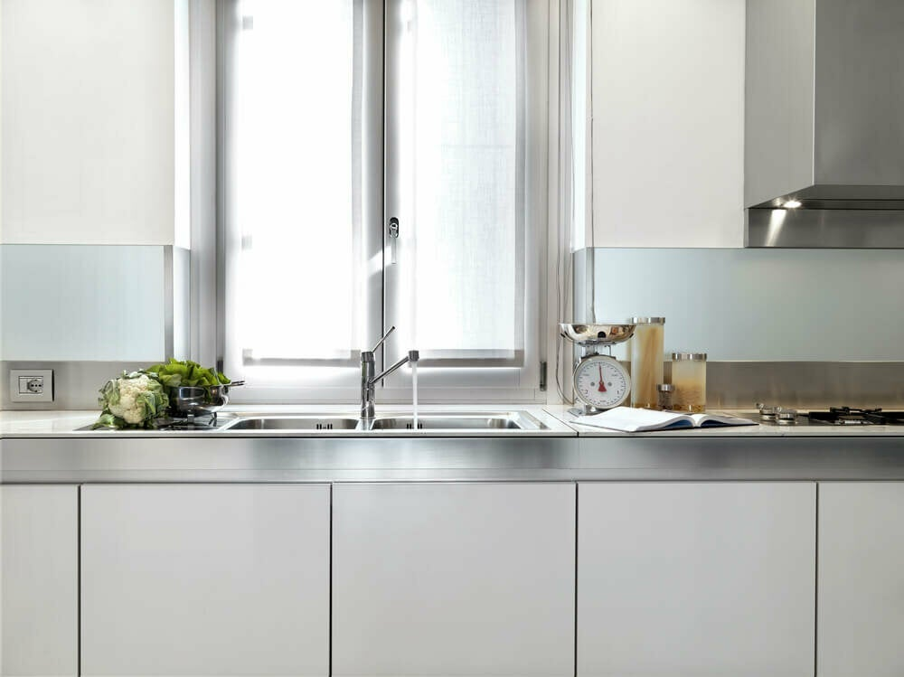 Kitchens With a Metallic Finish: The Latest Trend!