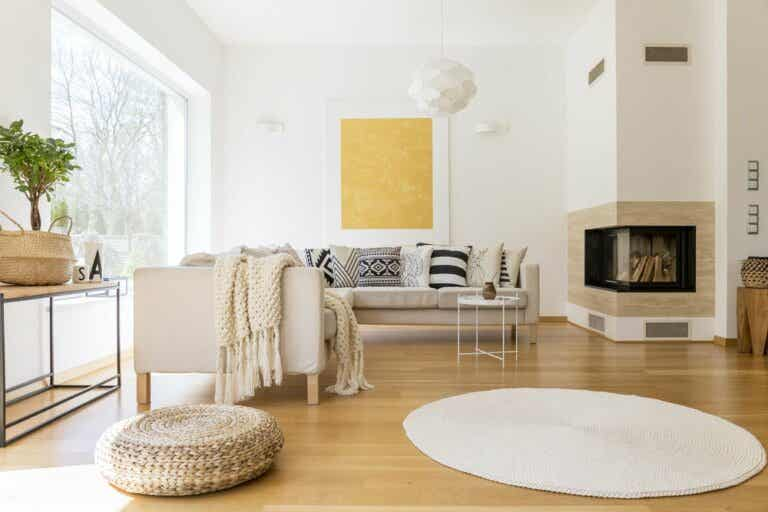 How to Decorate an Interior with White Walls?