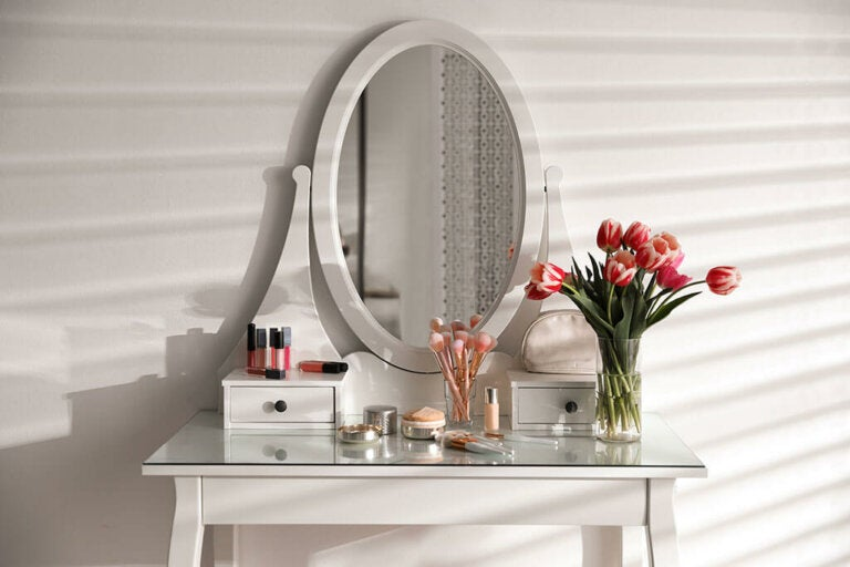 How to Create a Perfect Vanity Corner?