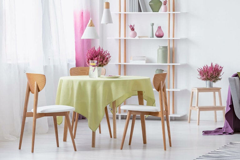 Round Dining Room Tables: Advantages and Disadvantages