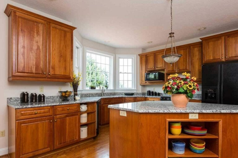 Painting Your Kitchen Cabinets: How and in What Color?