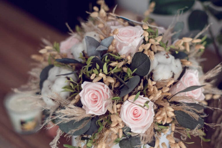 Learn How to Decorate With Preserved Flowers